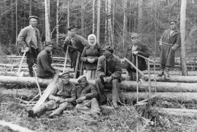 Polish deportees cutting timber 1940